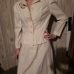Dresses & Skirts - White 2 piece dress suit
